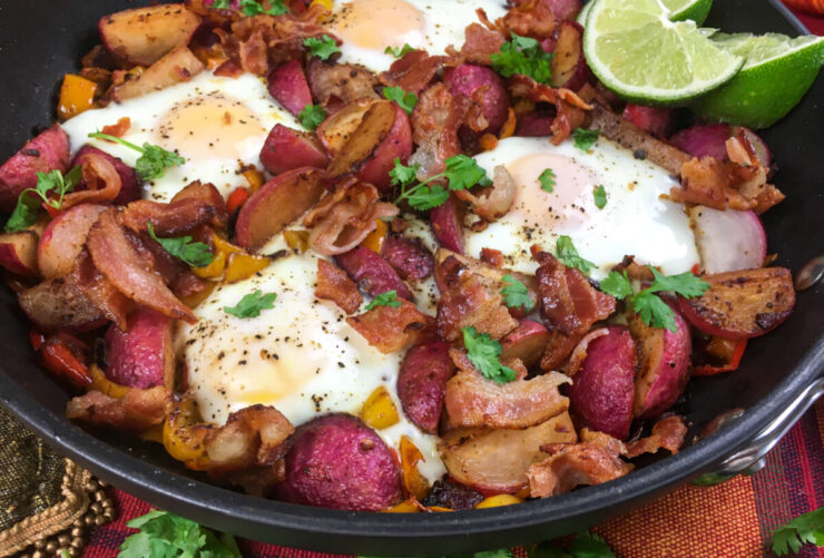 This Keto Southwestern Breakfast Skillet is a tasty low-carb dish that is packed with fresh ingredients and just the right amount of spice.